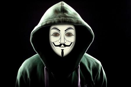 Ruský hacker nabídl milion dolarů za nainstalování viru do sítě Tesly.