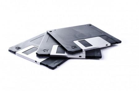 Boeing používá k aktualizaci systému prastaré 3,5 palcové diskety! Poletíte na dovolenou i příští rok?