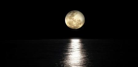 Na Měsíci je podzemní oceán, potvrdila NASA