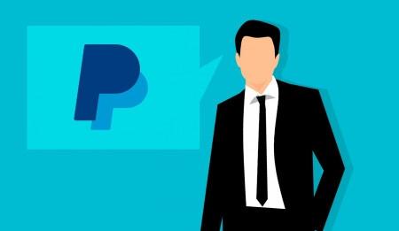 PayPal zavádí poplatky. Za nepoužívání si vezme z platební karty 300 Kč.