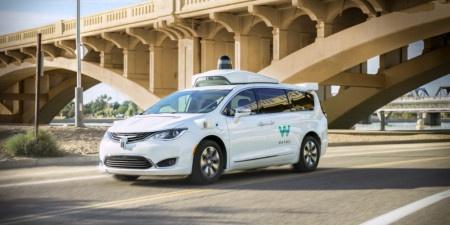 První autonomní taxi na světě již legálně jezdí v Kalifornii