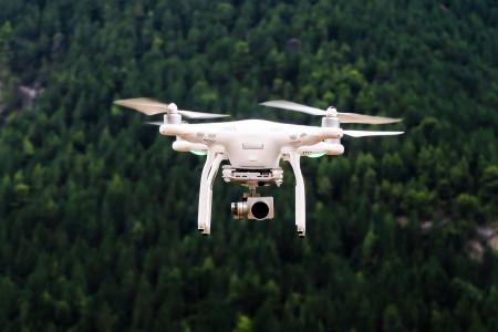 Nová aplikace Dronald poradí, co dělat pro legální provoz vašeho dronu