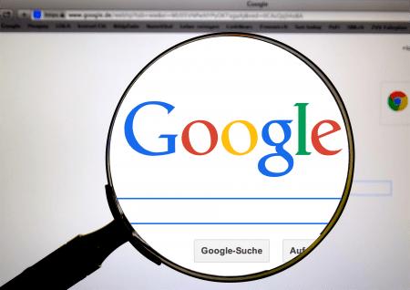 Co jsme nejvíce hledali na Googlu během 2020 – místo koronaviru má primát Joe Biden