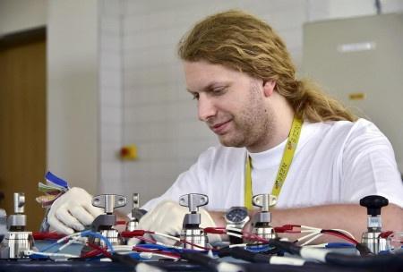 Budoucí baterie Tesly ponesou Moravskou stopu a budou až 5x menší