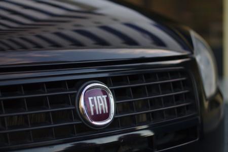 Fiat se sloučí s Peugeotem za bilion korun, společně vyprodukují 18x více aut než Elon Musk