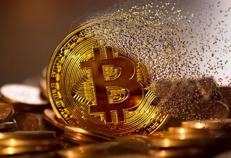 Něco si přejte, kryptohvězda padá – Bitcoin spadl za 24 hodin o čtvrt milionu
