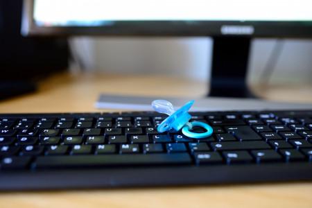 CZ.NIC zvětšuje bezpečnost dětí v kyberprostoru – má Alenku v řiši GIFů