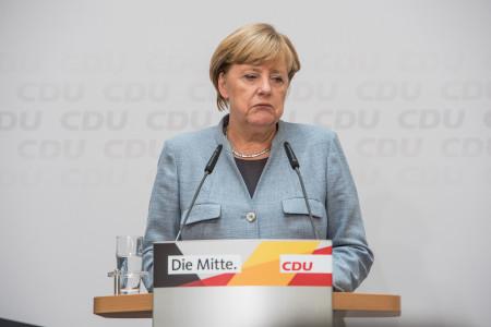 Merkelová odsoudila Německo, zabrzdila nákup vakcín
