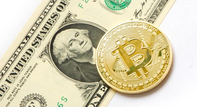 Bitcoin se stal rovnocenným dolaru, Teslu si již koupíte za Bitcoin