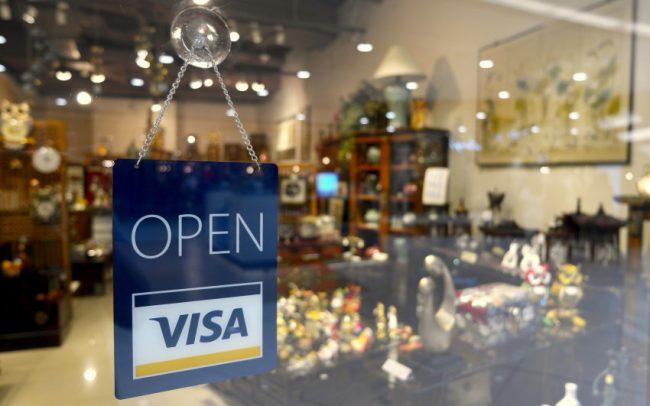Kryptoměny způsobily revoluci v bankovnictví, přiznává Visa a začíná s jejich podporou
