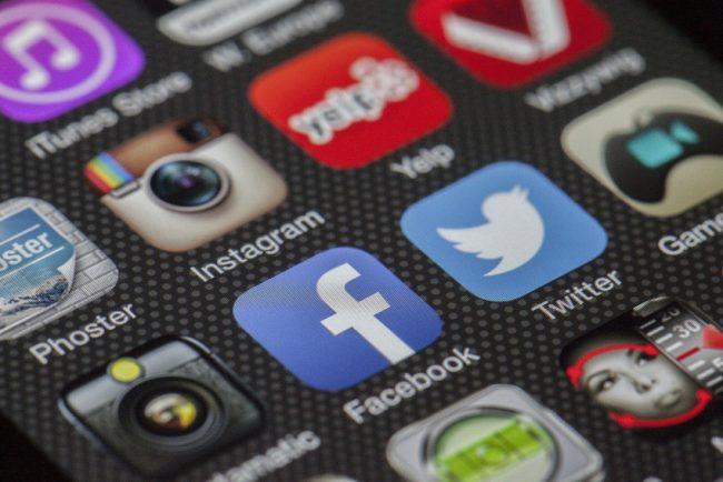 Facebook spouští novou funkci, více kontextu a větší kontrolu