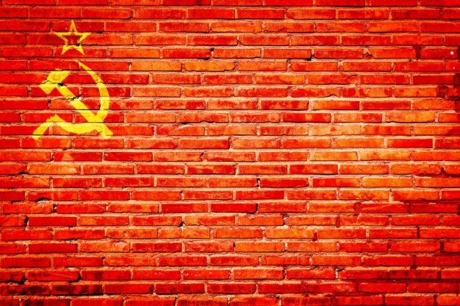 Obáváme se opakování roku 1968, Rusko na nás útočí – potvrdila BIS i premiér