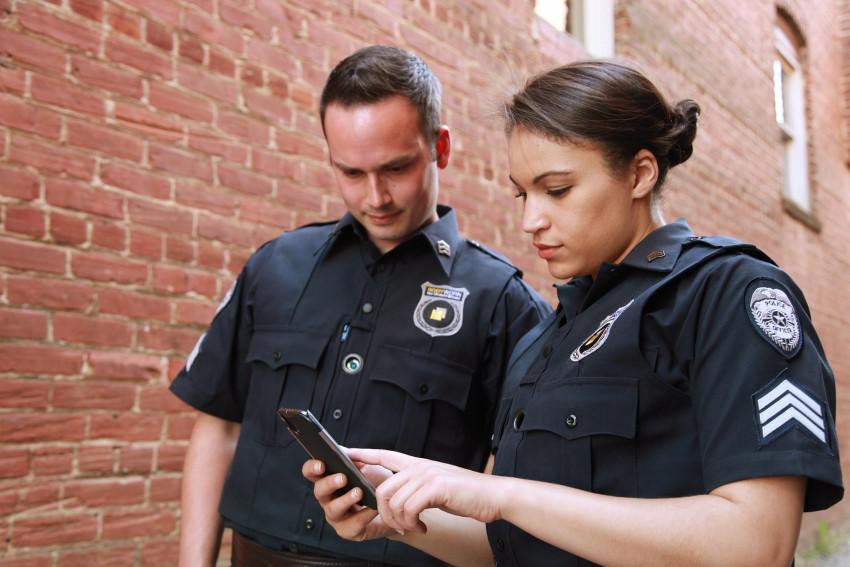 Umělé inteligence hlídá každý váš krok na ulici, následně to společnost prodává policii