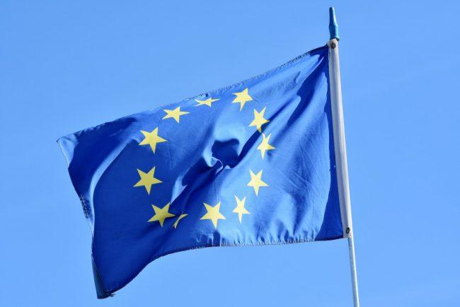 EU chce zakázat vymáhání souhlasu s podmínkami WhatsAppu, je to nezákonné