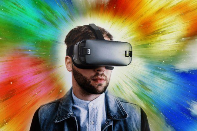 Rozlučte se s fyzickým životem – Facebook chystá virtuální a mění i své jméno