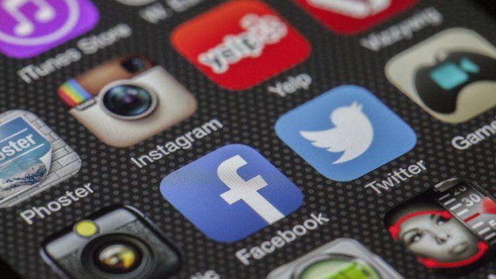Facebook je skrytou bezpečnostní hrozbou, odborníci ho doporučují rychle odinstalovat